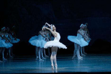 Primaballerina Diana Wischnjowa als Odetta. Foto: Mariinski-Theater