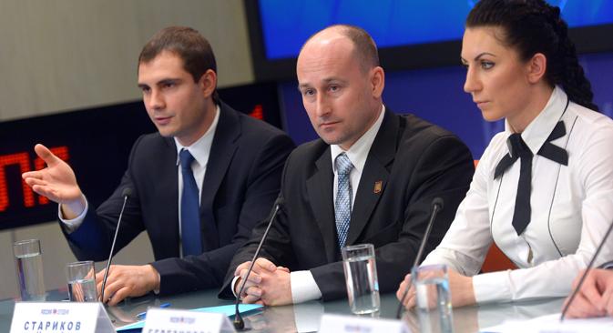 """Nikolai Starikow (in der Mitte) ist einer der Gründer der neuen Bewegung """"Antimidan"""". Foto: Wladimir Trefilow/RIa Novosti"""