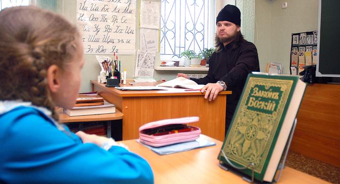Derzeit sind für das Pflichtfach Religion 34 Unterrichtsstunden pro Jahr vorgesehen. Patriarch Kyrill schlug jedoch unlängst vor, das Schulfach von der zweiten bis zur zehnten Klasse zu unterrichten. Foto: RIA Novosti