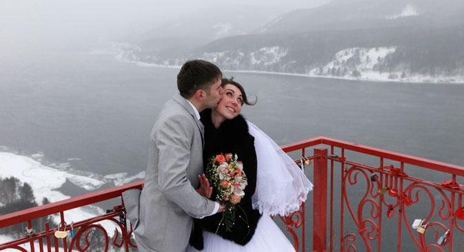 Wissenschaftler vermuten, dass praktische Überlegungen beim Ja-Wort oft wichtiger sind als romantische Motive. Foto: Reuters