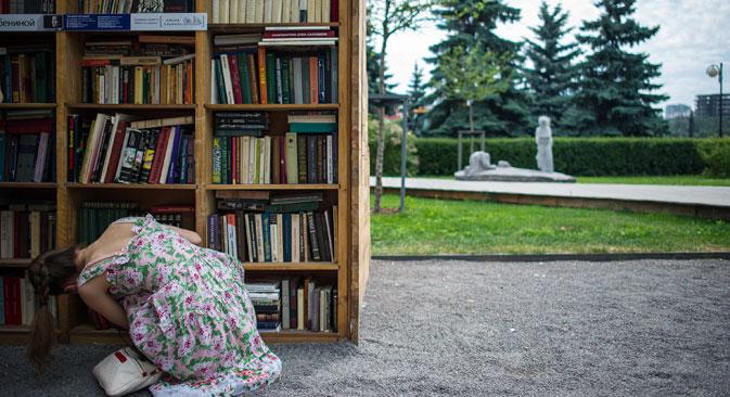 """La traduttrice Denise Silvestri al momento sta lavorando alla traduzione del romanzo di Viktor Pelevin """"t"""". Nella foto, uno scaffale di libri"""