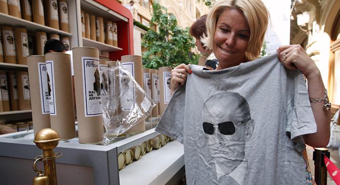 T-Shirts mit Putin-Aufdruck liegen voll im Trend. Foto: Reuters