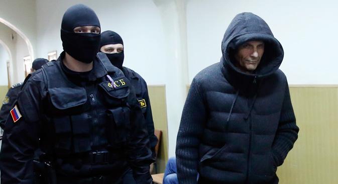 Der Gouverneur von Sachalin Alexander Choroschawin (R) wurde wegen Bestechungsverdacht verhaftet. Foto: Reuters