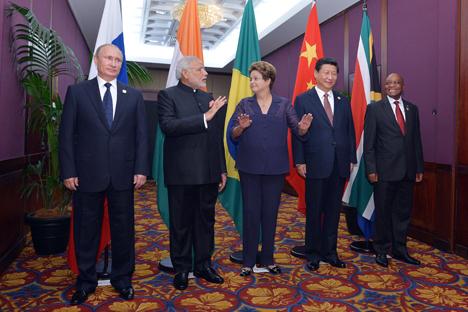 V.l.n.r.: Staatschefs der BRICS-Länder Wladimir Putin, Narendra Modi, Dilma Rousseff,  Xi Jinping und  Jacob Zuma während des G20-Gipfeltreffens in australischem Brisbane im November 2014. Foto: Alexej Druschinin/RIA Novosti