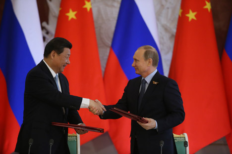 Líder chinês Xi Jinping (à esq.) encontrou-se com Pútin durante as celebrações do Dia da Vitória em Moscou Foto: Konstantin Zavrájin/RG