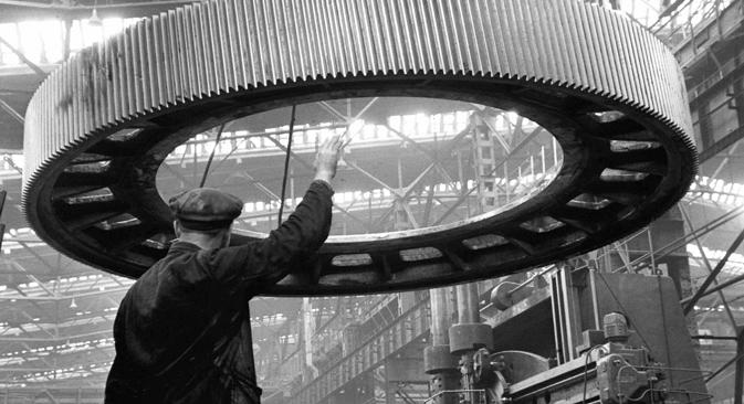 Nach Beginn des Krieges mit Deutschland verlagerte die UdSSR ganze Branchen tief ins sichere Hinterland. Bild: RIA Novosti