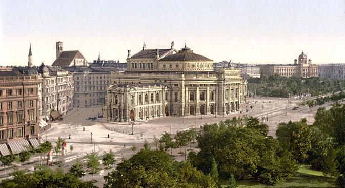 Der heutige Universitätsring mit dem Burgtheater um 1900, im Vordergrund der Rathauspark. Foto: Wikipedia.org