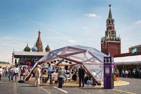 Der russische Präsident Wladimir Putin versprach am ersten Tag des Festivals, 800 000 Euro für die Förderung und Verbreitung von Kinderliteratur in den Regionen bereitzustellen. Foto: Ruslan Suchuschin