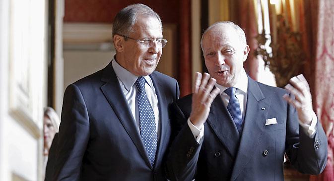 Außenminister des Normandie-Formats fordern den Abzug schwerer Waffen. Auf dem Bild: Die Außenminister Russlands und Frankreichs Sergej Lawrow (L) und Laurent Fabius (R). Foto: Reuters