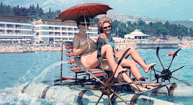 Sowjetische Frauen im Urlaub in der Stadt Jalta auf der Krim. Foto: Jurij Abramotschkin / RIA Novosti