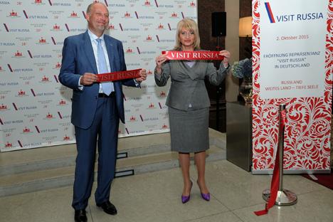 Die stellvertretende Kulturministerin Alla Manilova und Sergej Korneev, stellvertretender Leiter von Rostourism, bei der Eröffnungsfeier.