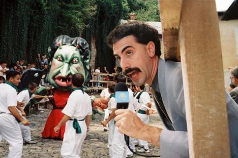 """Einen der peinlichsten Zwischenfälle mussten die kasachischen Sportler erleben. 2012 ließ man in Kuwait die Phantasiehymne aus der Filmparodie """"Borat"""" abspielen."""