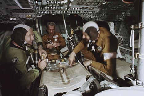 Am 17. Juli 1975 trafen sich Kosmonauten und Astronauten im Weltall.