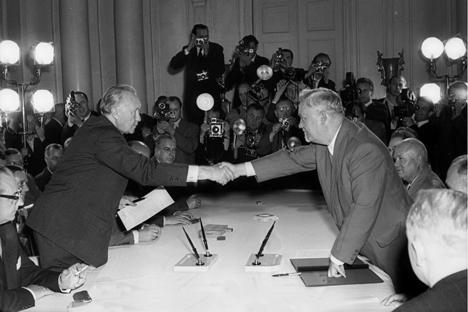 Aufnahme diplomatischer Beziehungen zwischen der Bundesrepublik und der Sowjetunion: Staatsbesuch des Bundeskanzlers Konrad Adenauer am 13. September 1955 in Moskau.