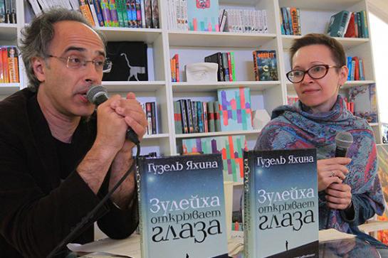 Die Schriftstellerin Guzel Jachina während der Vorstellung ihres Debütromans im Juni 2015.
