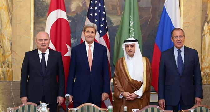 De g. à dr.: Le ministre turc des affaires étrangères, Feridun Sinirlioglu avec ses homologues américain, John Kerry, saoudien, Adel Al-Jubeïr et russe, Sergueï Lavrov, vendredi 23 octobre, à Vienne.