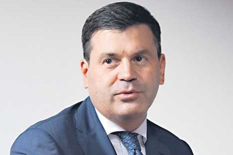 Noch als Student gründete Komissarow 1993 sein eigenes Unternehmen.
