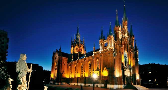 Ein Spaziergang durch das katholische Moskau zeigt wunderschöne Gotteshäuser.