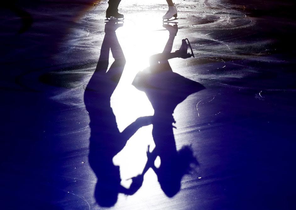 Die Eiskunstläufer Victoria Sinitsina und Nikita Katsalapow aus Russland treten bei der Schaulauf-Gala des Rostelecom Cup ISU Grand Prix in Moskau auf.