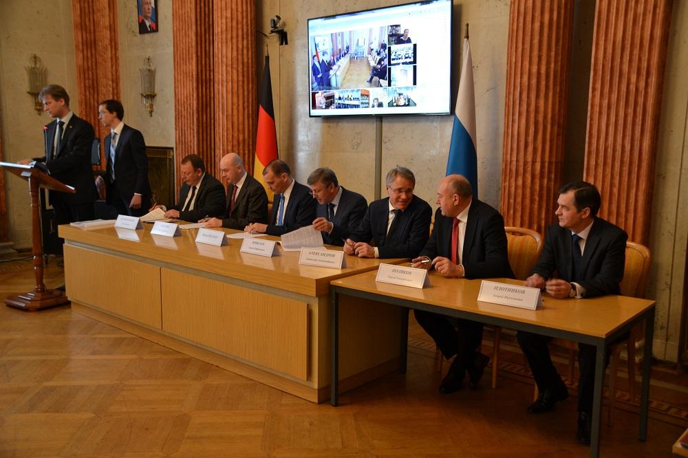 Die Vereinbarungen wurden im Handels- und Wirtschaftsbüro der Russischen Botschaft in Berlin unterzeichnet.