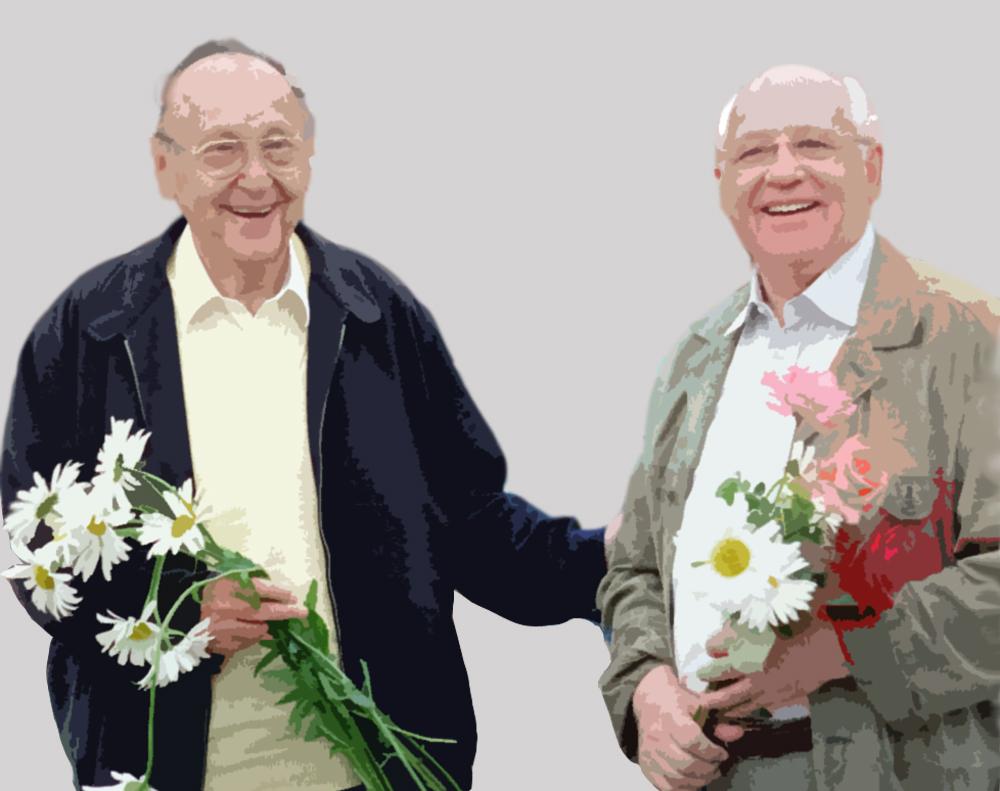 Hans-Dietrich Genscher (links) mit Michail Gorbatschow (rechts) im Juni 2001 im Heimatdorf des letzten sowjetischen Oberhaupts nahe Stawropol während der Aufnahmen zu einem deutschen Dokumentarfilm über die mächtigsten Politiker der vergangenen Jahrzehnte.