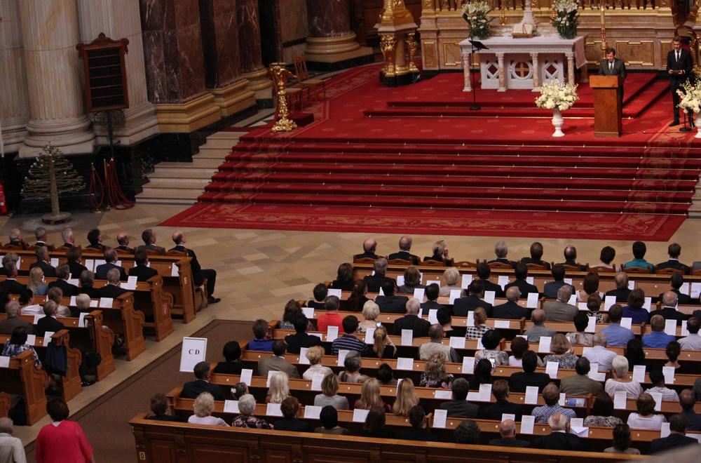 Botschafter Grinin bei seiner Ansprache im Berliner Dom.