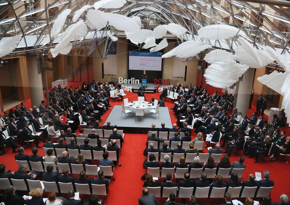 """Die Stärkung der Ost-West-Wirtschaftsbeziehungen stand im Mittelpunkt des vierten """"east forum Berlin""""."""