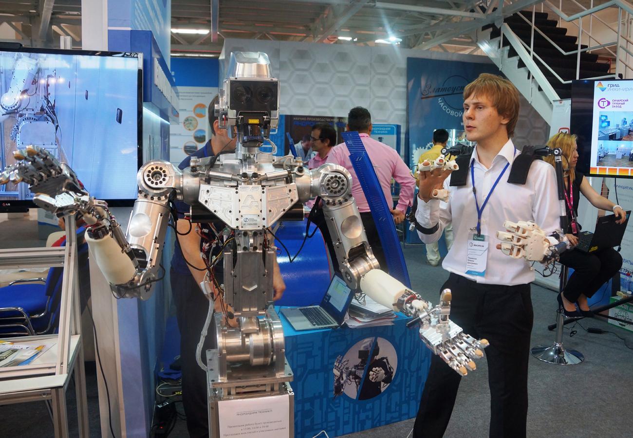Robô pode ser guiado por traje especial a partir de qualquer parte do mundo