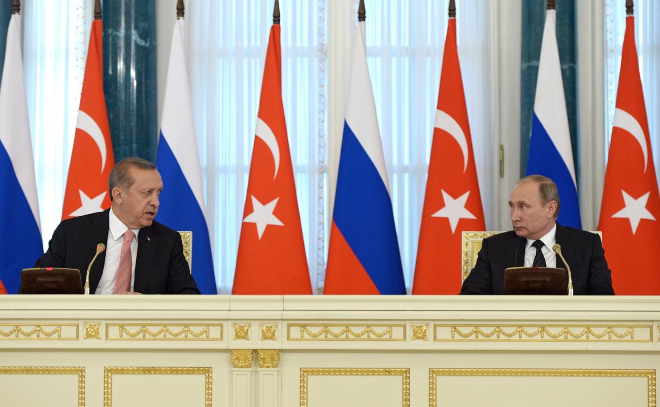 Presiden Turki Recep Tayyip Erdoğan. (kiri) dan Presiden Rusia Vladimir Putin