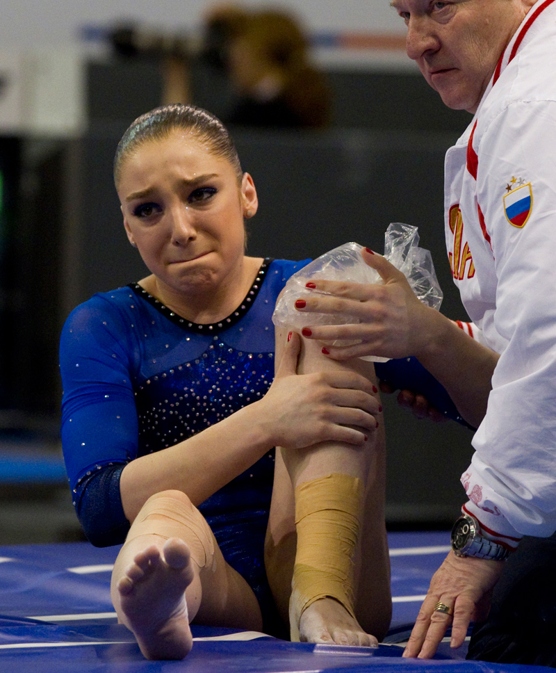 Doch vor den Sommerspielen in London, ihrer ersten Olympiade, drohte Mustafina das Aus. Ein Jahr zuvor sind ihre Kniebänder gerissen: Ein Trauma, nach dem nur wenige in den großen Sport zurückkehren.