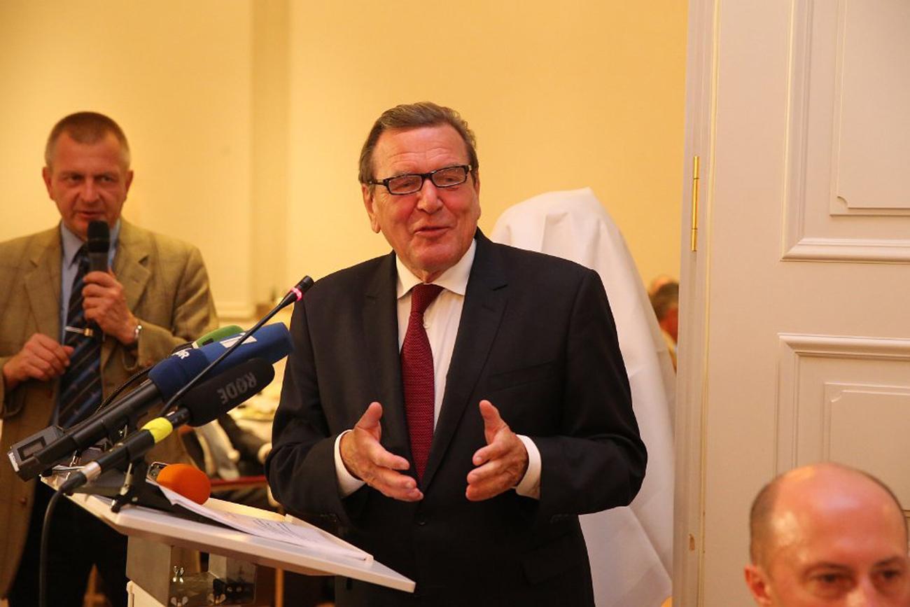 Ex-Bundeskanzler Gerhard Schröder fordert eine neue Ostpolitik.