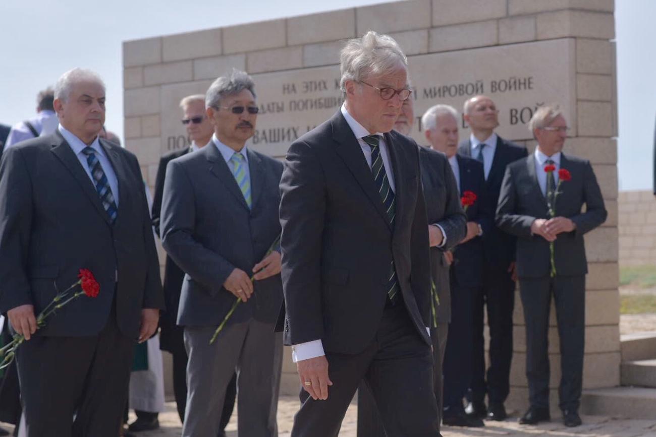 Der deutsche Botschafter in Russland, Rüdiger von Fritsch, nahm an der Einweihungszeremonie teil.