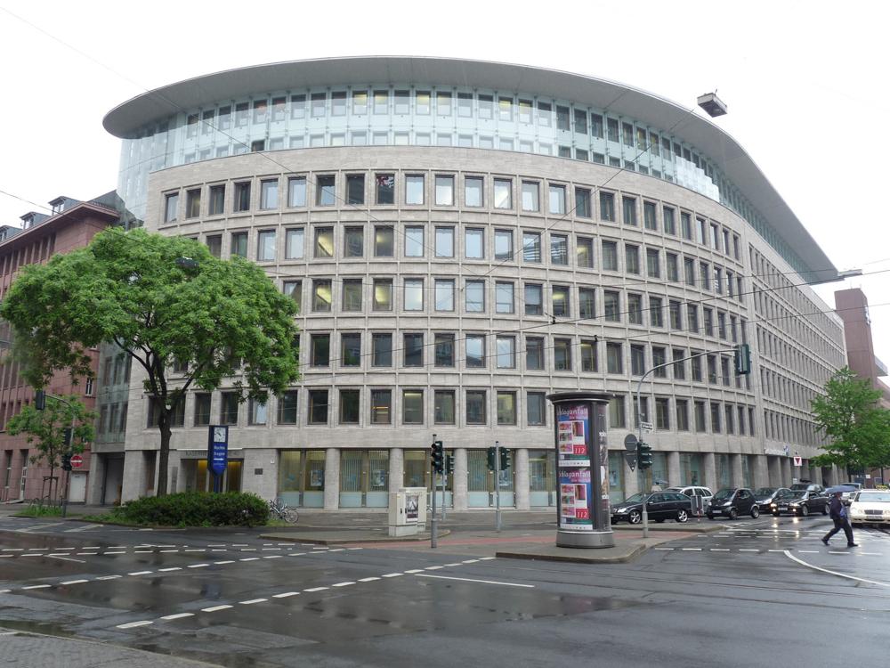 Die Industriekreditbank in Düsseldorf, projektiert von Rudolf Wolters. Foto: Wehwalt / wikimedia.org