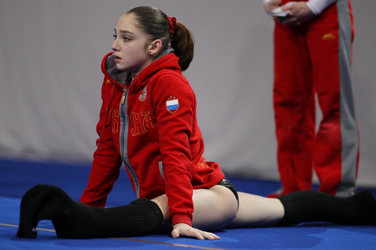 ムスタフィナは当時16歳。最も才能のある選手と言われ、ロシアの体操のスターで五輪金メダルを2個保有しているスヴェトラーナ・ホルキナと比較された。