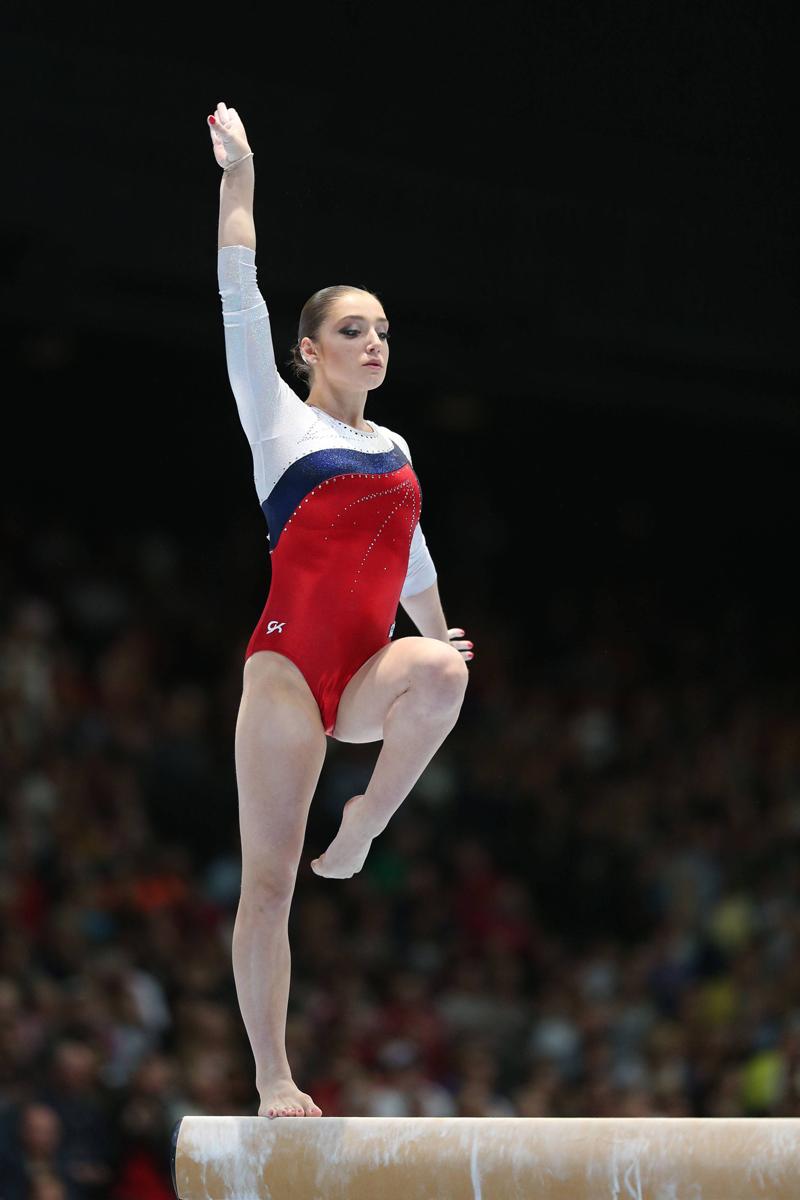 ムスタフィナの答えは短くて、つっけんどんなため、記者団にとっては取材しにくい相手だ。「リオ五輪後はコーチになるという選択肢もある。でも子供が好きすぎて、体操で厳しく要求できなそう」とかつて語っていたことがある。もっと読む:ナタリヤ・イシチェンコ選手、ロシア・スポーツ界の「人魚姫」>>>