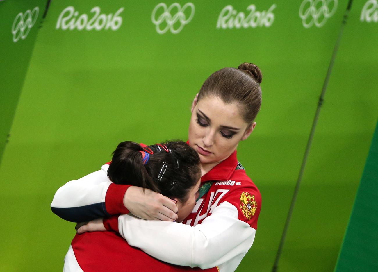 """Nachdem die Athletinnen im Mehrkampf auf den vierten Platz abgerutscht waren, rettete Mustafina die Mannschaft: """"Wir müssen bis zum Schluss kämpfen. Sich zurücklehnen, geht nicht, sagte ich meinen Team-Kolleginnen"""", erklärte Alija in einem Interview nach dem Wettkampf. Die Russinnen holten Silber."""