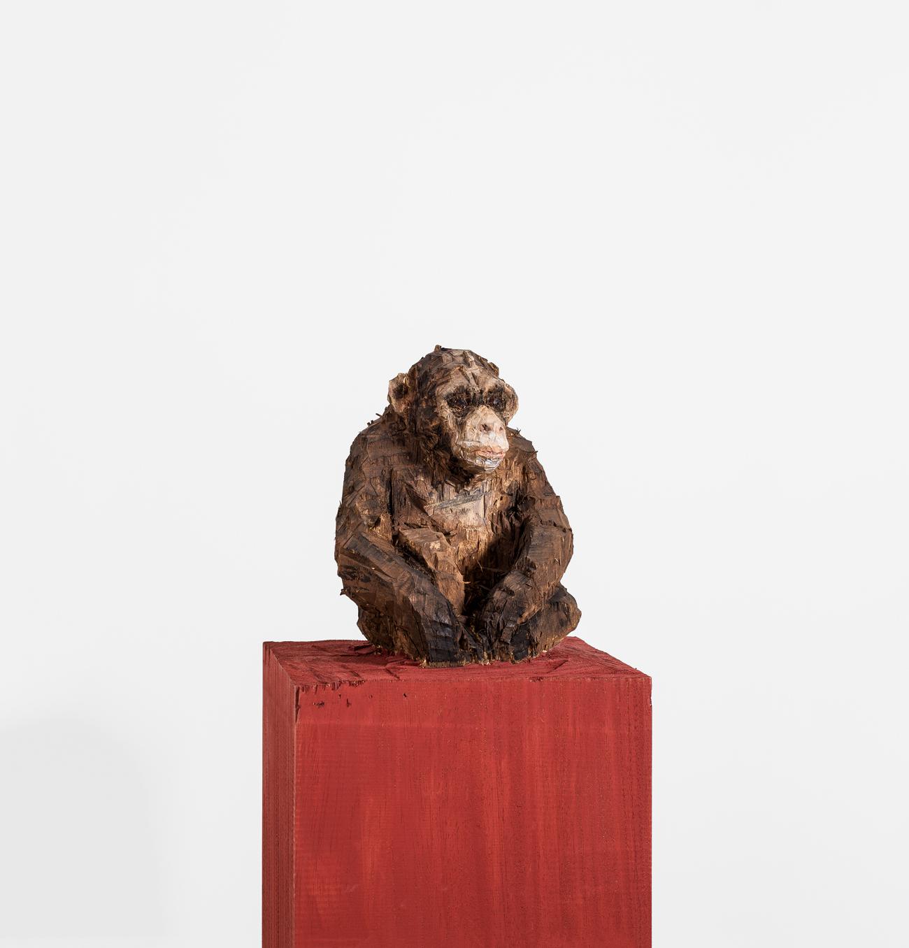 Der deutsche Bildhauer Stephan Balkenhol zeigt Mensch und Tier so grob und unvollkommen, wie sie sind.