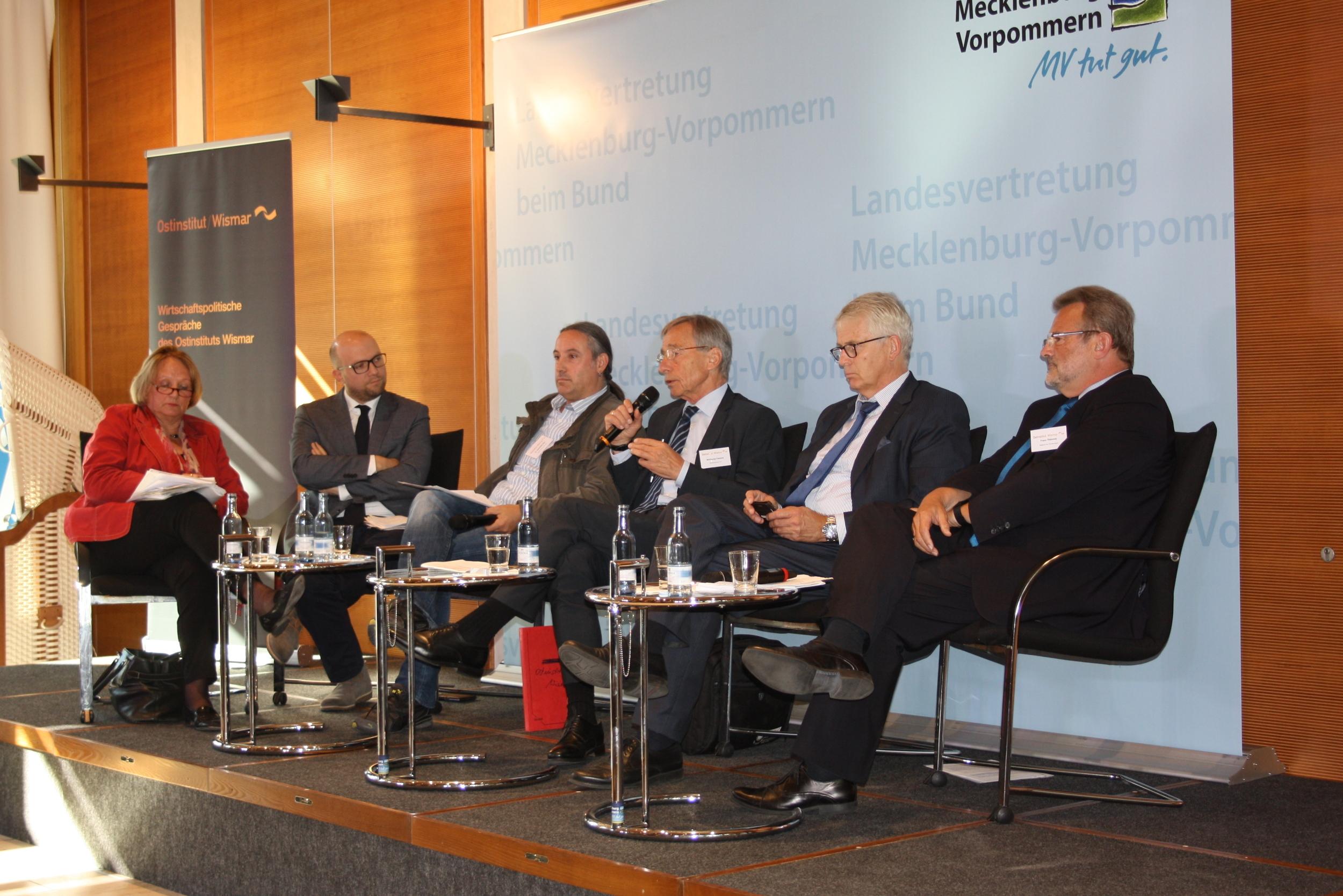 Bundespolitiker während der ersten Paneldiskussion.