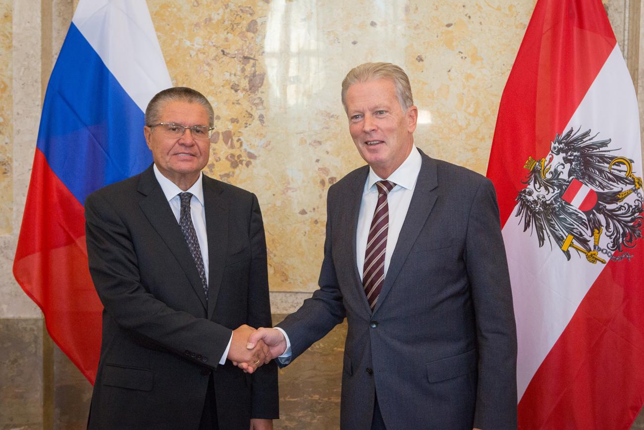 Der russische Wirtschaftsminister Alexej Uljukaew traf sich am 9. November mit dem österreichischen Vizekanzler, Herr Dr. Reinhold Mitterlehner in Wien.