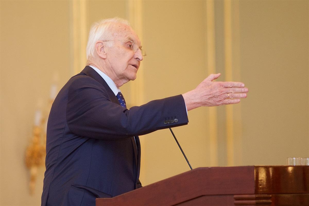 Ein Umdenken in der Politik gegenüber Russland forderte der frühere bayrische Ministerpräsident Edmund Stoiber.