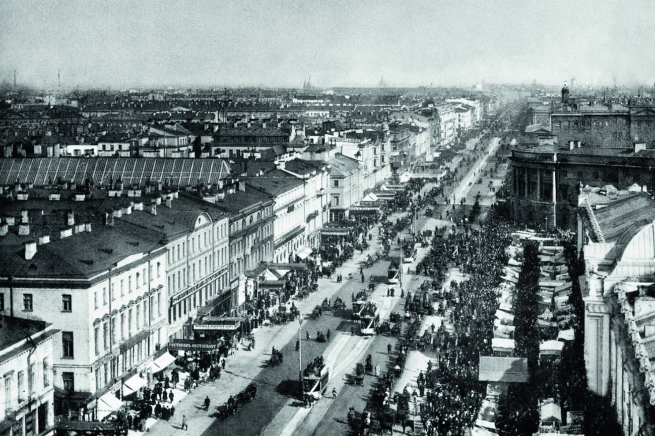 Many of the historical books issued before 1917 also used Bulla's photos. He took about 100 pictures of Nevsky Prospect, St. Petersburg's main thoroughfare. // Nevsky Prospect