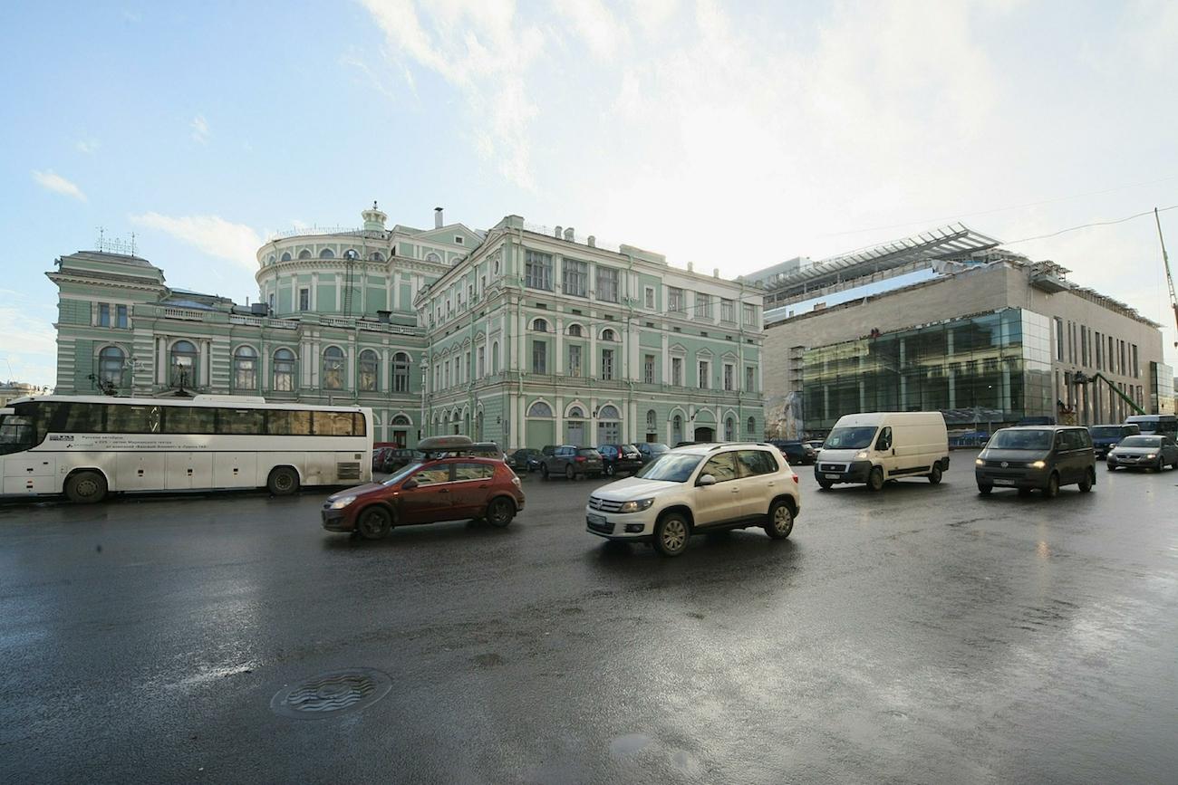 Das Petersburger Mariinski-Theater: links der alte Bau, rechts der neue Anbau / Zamir Usmanov/Global Look Press