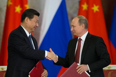 Presidentes da China (esq.) e da Rússia (dir.) assumem posição coordenada em relação ao desarmamento nuclear Foto: AP