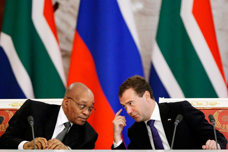 Russian President Dmitry Medvedev, right, and his visiting South African counterpart Jacob Zuma, left, meeting in the Moscow Kremlin, Thursday, Aug. 5, 2010. Source: AP