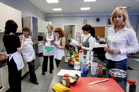 "Cookery courses as the ""Gastronom"" cooking school. Source: Kommersant"
