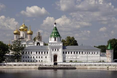 Ipatiev Monastery in Kostroma viewed from across the Kostroma River. Source: Lori / Legion Media