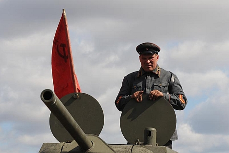 A military pensioner in the village of Bolshoi Oyesh has set up a workshop that builds life-size moving models of World War II tanks and armoured vehicles. Source: Andrey Shapran