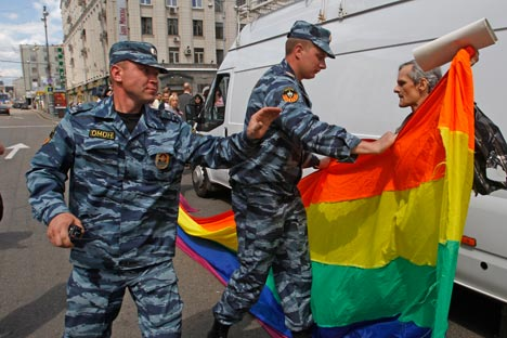 The crackdown of the LGBT rally in Moscow has spurred debates over the sexual minorities' rights  in Russia. Source: AP