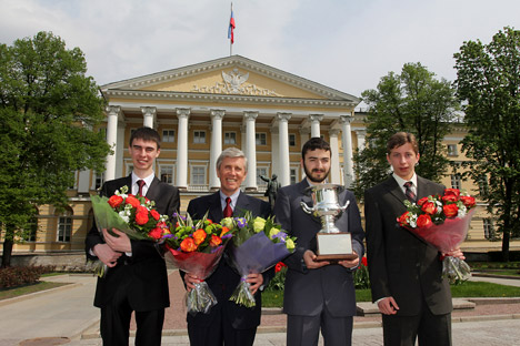 For the fourth year in a row, students from the St. Petersburg National Research University for Information Technologies, Optics and Mechanics took the first prize. Pictured (L-R): three-year student Niyaz Nigmatullin, Dean of the Information Technol