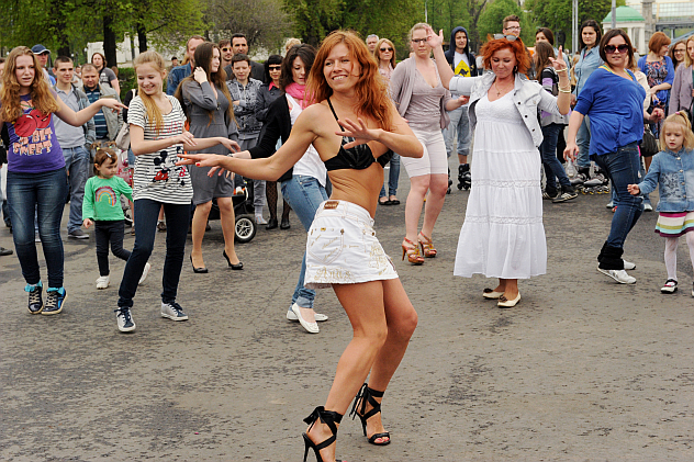Muscovites during the Dance Day holiday in Gorky Central Recreation Park. Source: RIA Novosti / Vladimir Vyatkin